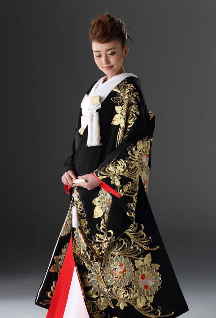 黒地乱菊図金コマ刺繍